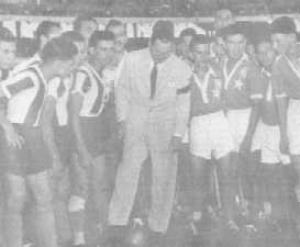 Perón da el puntapié inicial en la final de los Campeonatos Infantiles Evita, 1953