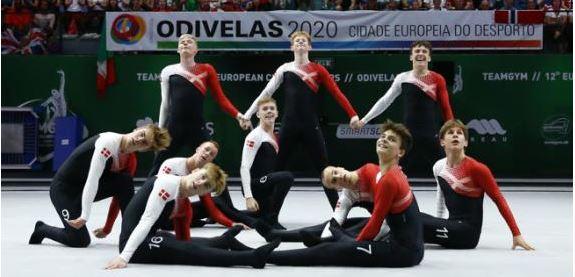 Figura 1. Equipe dinamarquesa júnior masculina na prova de Solo no XII Campeonato Europeu de TeamGym