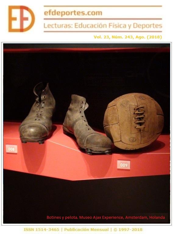 Botines y pelota del pasado. Museo Ajax Experience, Amsterdam, Holanda